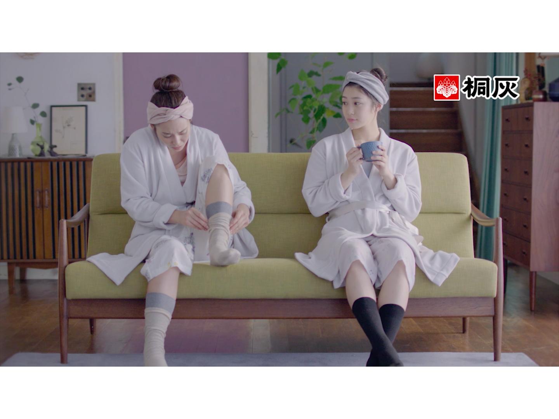 加村真美(桐灰)「足の冷えない不思議な靴下」新CM出演